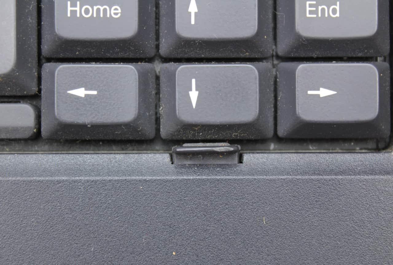 Zajišťovák klávesnice v detailu