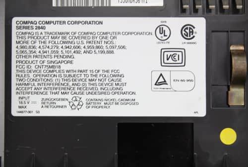 Štítek pod baterii