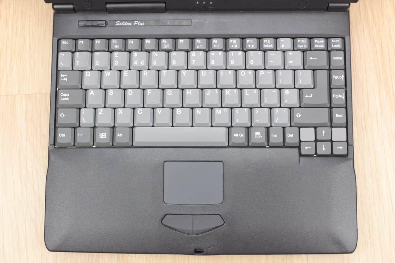 Z vrchu a rozložení klávesnice