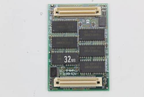 Nestandardní paměť RAM  ze spodu