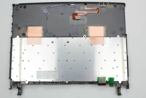 Zezadu vrchní kryt s touchpadem a klávesnicí