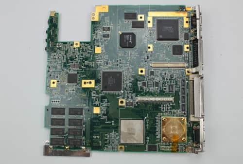 Základní deska zespodu bez PCMCIA šachet