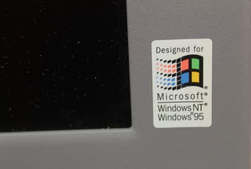 Nálepka Windows na víku LCD