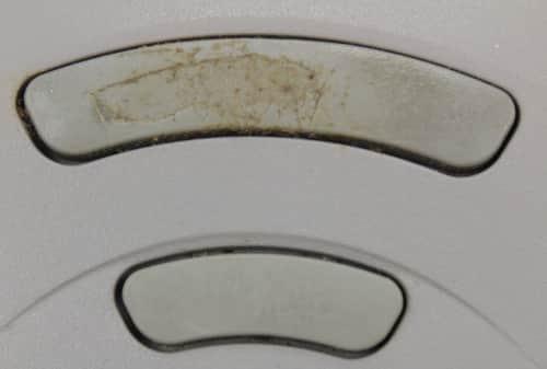 Tlačítka myši a poškození asi od nechtu