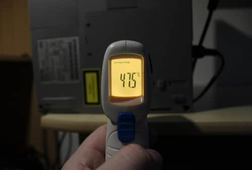 Teplota po 3 hodinách při spuštěné hře Quake 1, kdy demo střídá demo