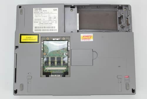 Spodní strana bez přídavné RAM