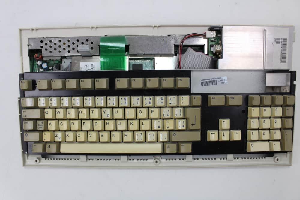 Commodore Amiga 1200 - bez vrchního krytu
