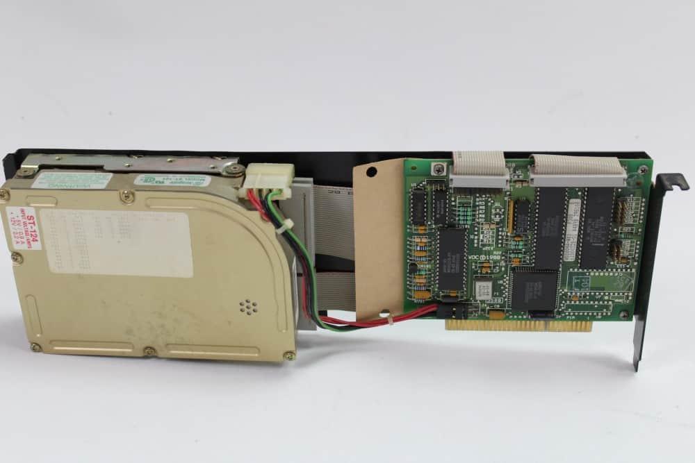 Commodore-PC-10-III - pevný disk s řadičem