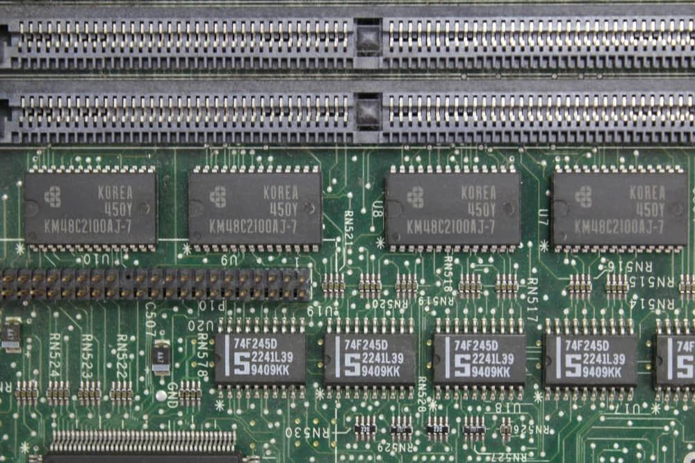 Compaq Deskpro 466 - 8MB RAM na základní desce