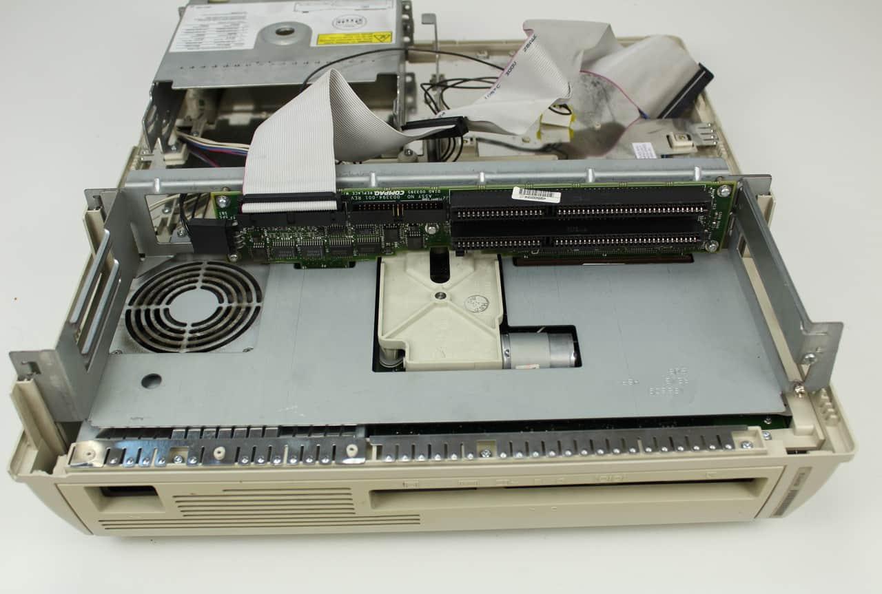 ISA sloty, IDE + FDD konektory a větrák