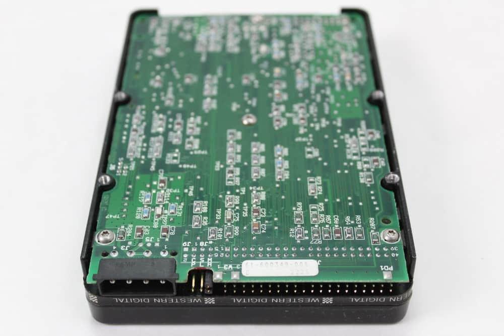 DELL 320SX - Pevný disk zespodu a konektor