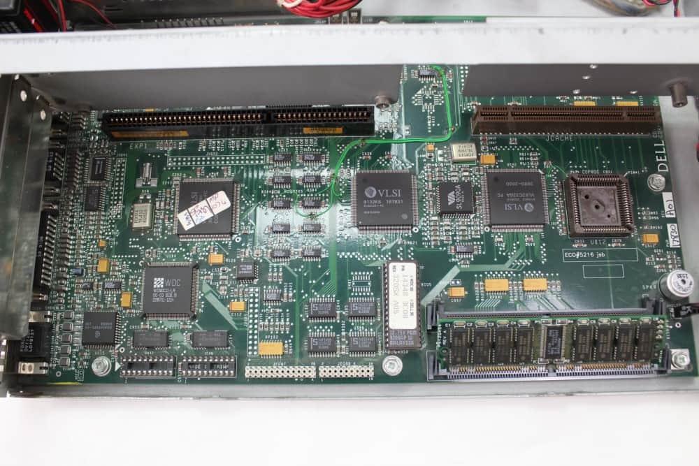 DELL 320SX - Další pohled na základní desku