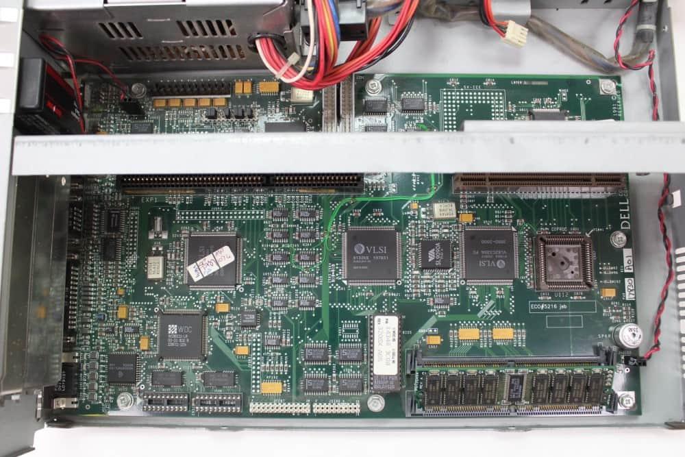 DELL 320SX - Pohled na základní desku