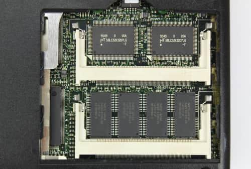 Dole 8MB integrovaná paměť RAM a nad ní cache procesoru 256KB