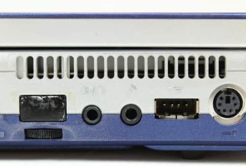 detail na konektory a ovládání hlasitosti + infra