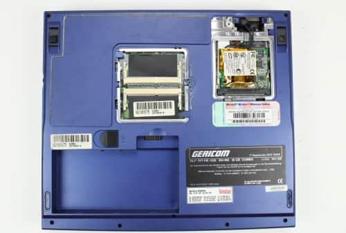 Spodní strana bez krytek + pamětí a baterie