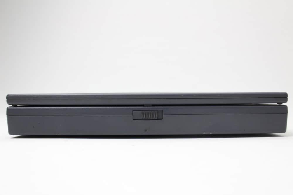 Hewlett Packard OmniBook 2100 - Přední strana zavřený
