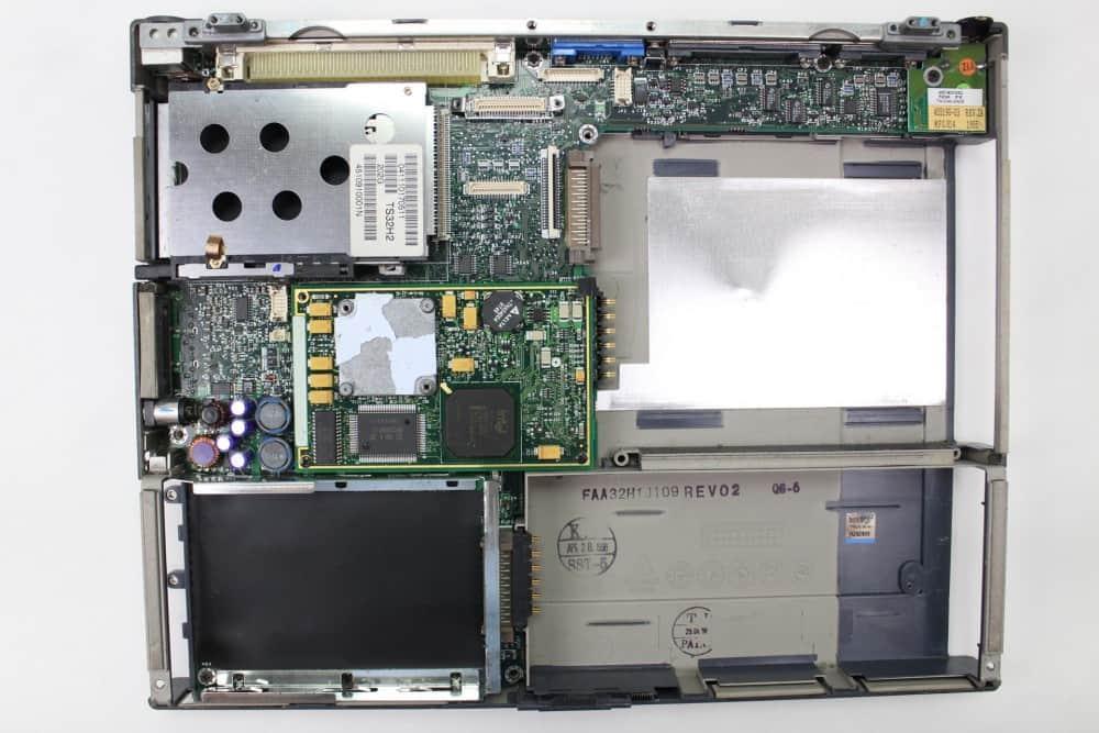 Hewlett Packard OmniBook 2100 - Odstraněn vrchní kryt