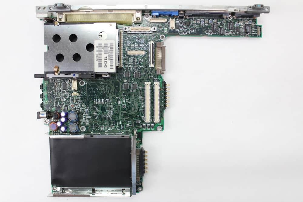 Hewlett Packard OmniBook 2100 - Základní deska z vrchu