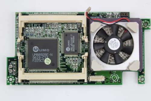 Deska s procesorem, čipy UMC, sloty pro paměť RAM a L2 cache