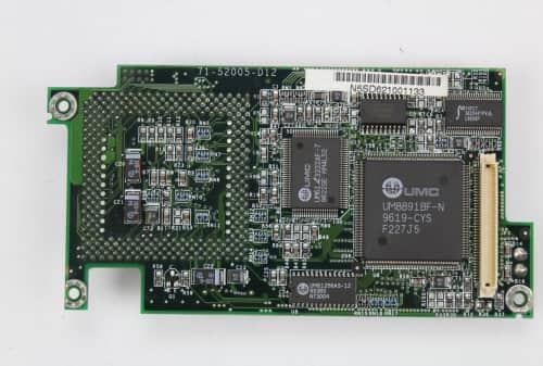 Zespodu deska s procesorem, čipy UMC, sloty pro paměť RAM a L2 cache