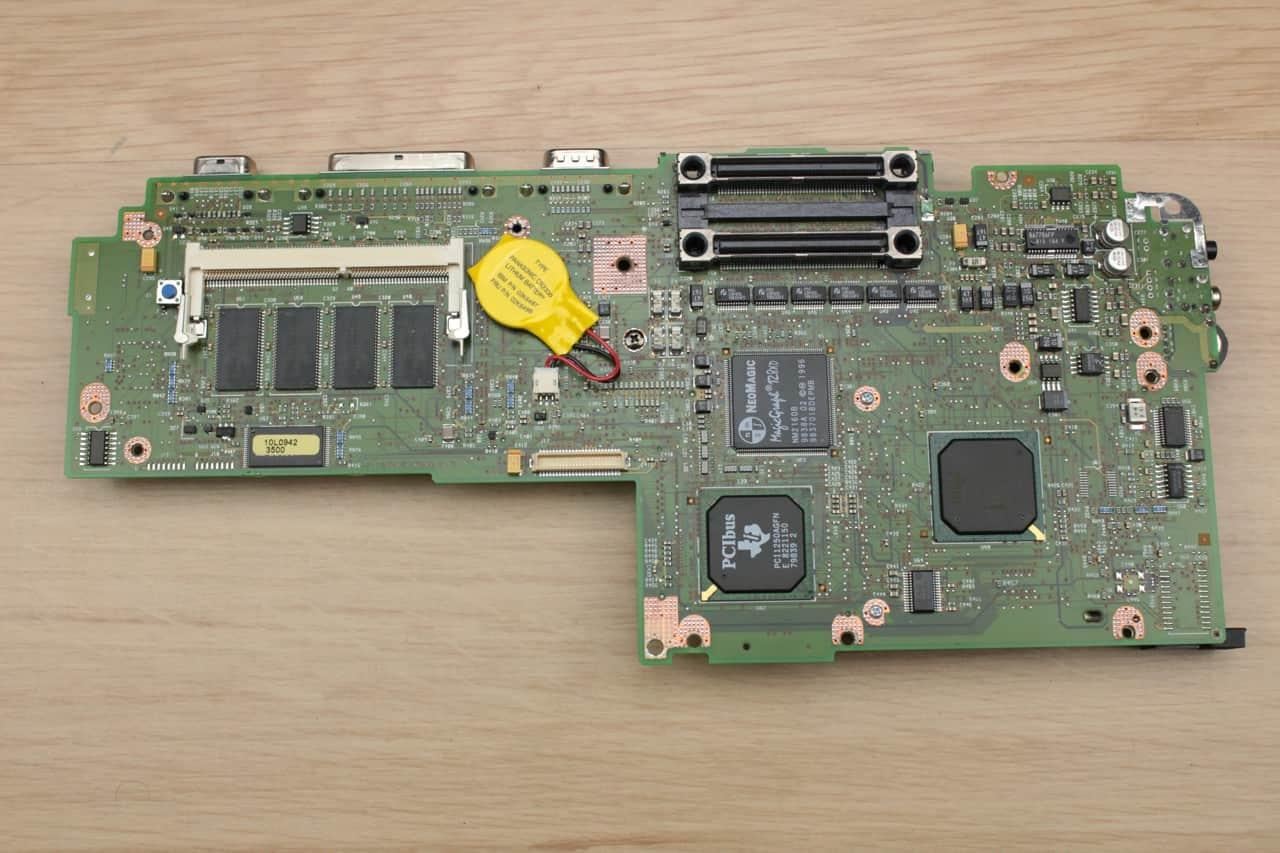 Základní deska s integrovanou pamětí RAM 32MB