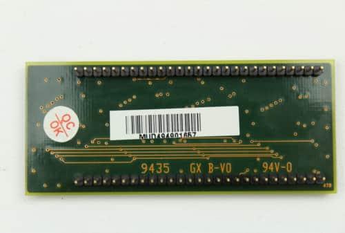 Nestandardní paměť RAM o velikosti 4MB a pohled zespodu