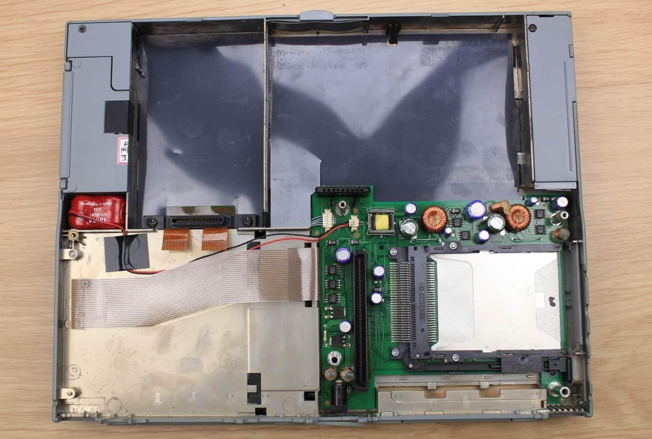 Spodní vana s deskou PCMCIA + část zdroje