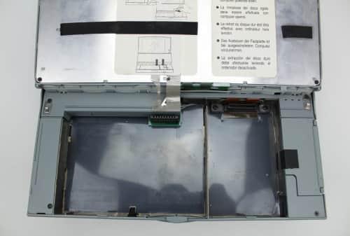 Vyhnutá klávesnice bez baterie a pevného disku