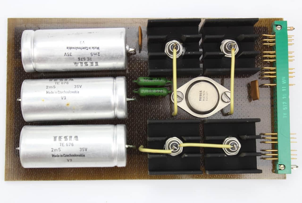 Zdroj PS -je stabilizátor napětí
