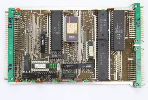 SCS 80 CPU-2P   je centrální jednotka tohoto stroje osazena mikroprocesor UA 880D (Z 80A)