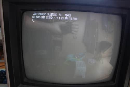 Zapnutí počítače a 8 palcové disketové mechaniky Consul 7113 nemusí být v chodu.