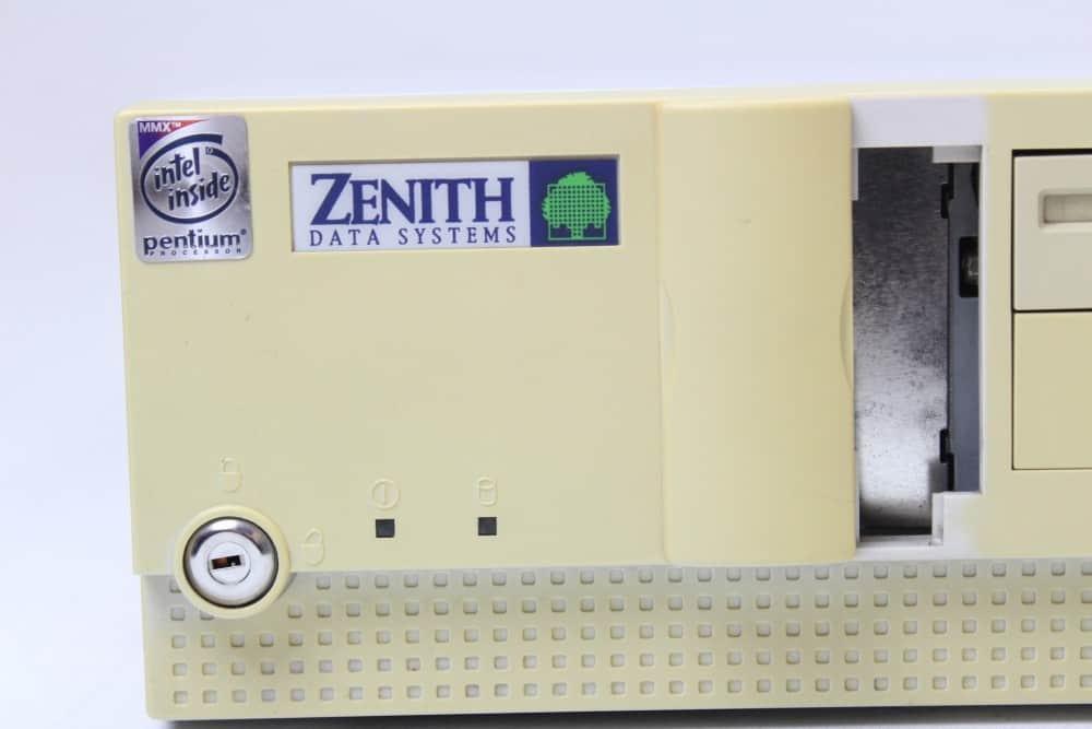 Zenith Data System Z-Station EL - Otevřená tajná šachta