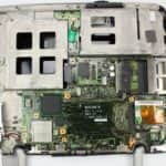 Bez HDD, CPU a je vidět chladič chipsetu - Sony Vaio PCG-QR10