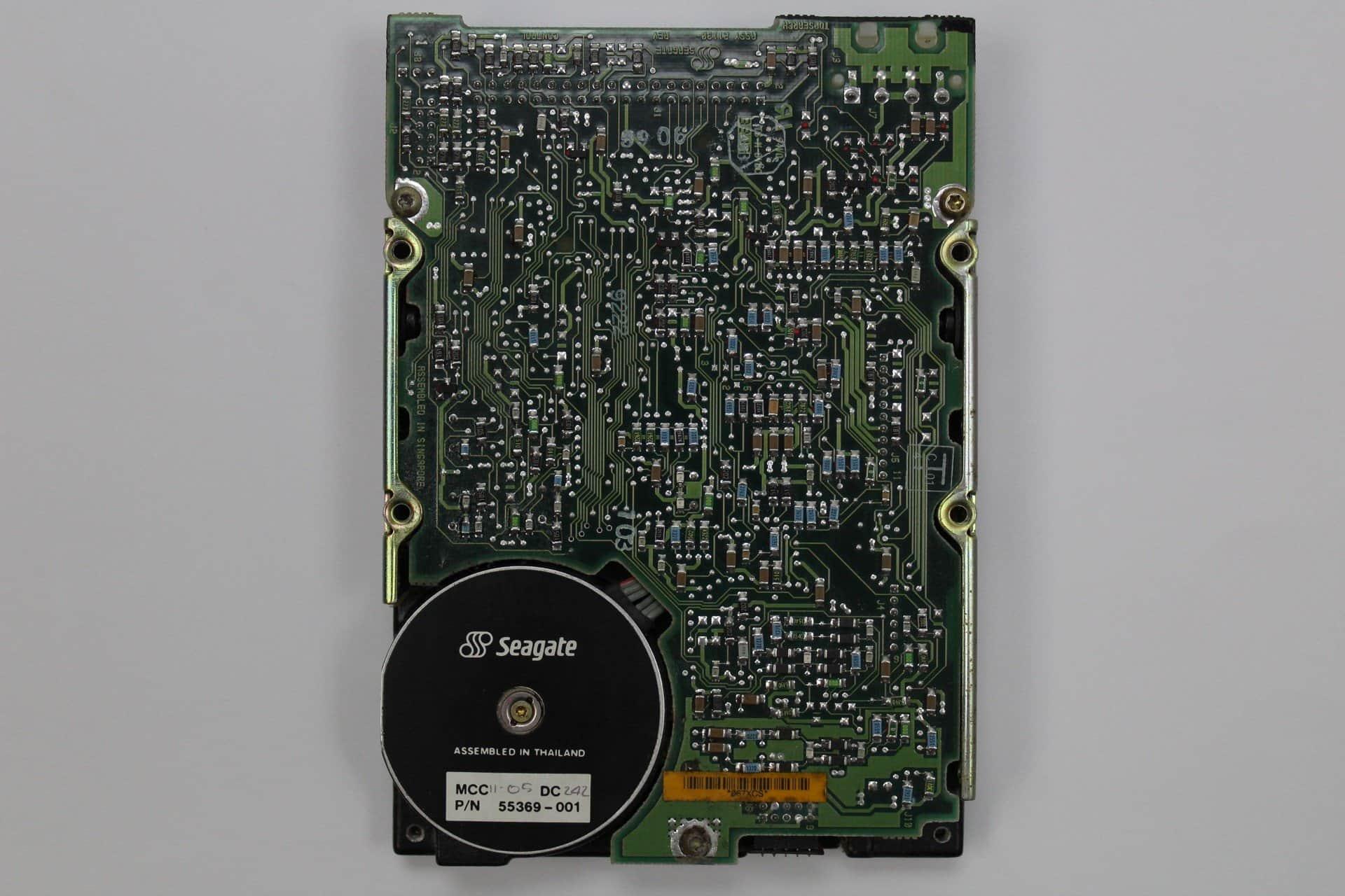 2fadfccae ... Pevný disk zespodu - PC VUJO 286 na 25MHz ...