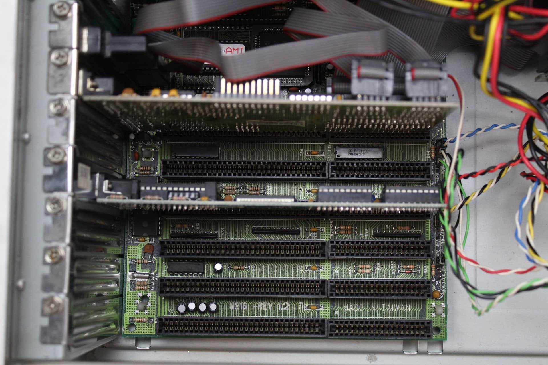 c06795371 ... Pohled na základní desku s katrami - PC VUJO 286 na 25MHz ...