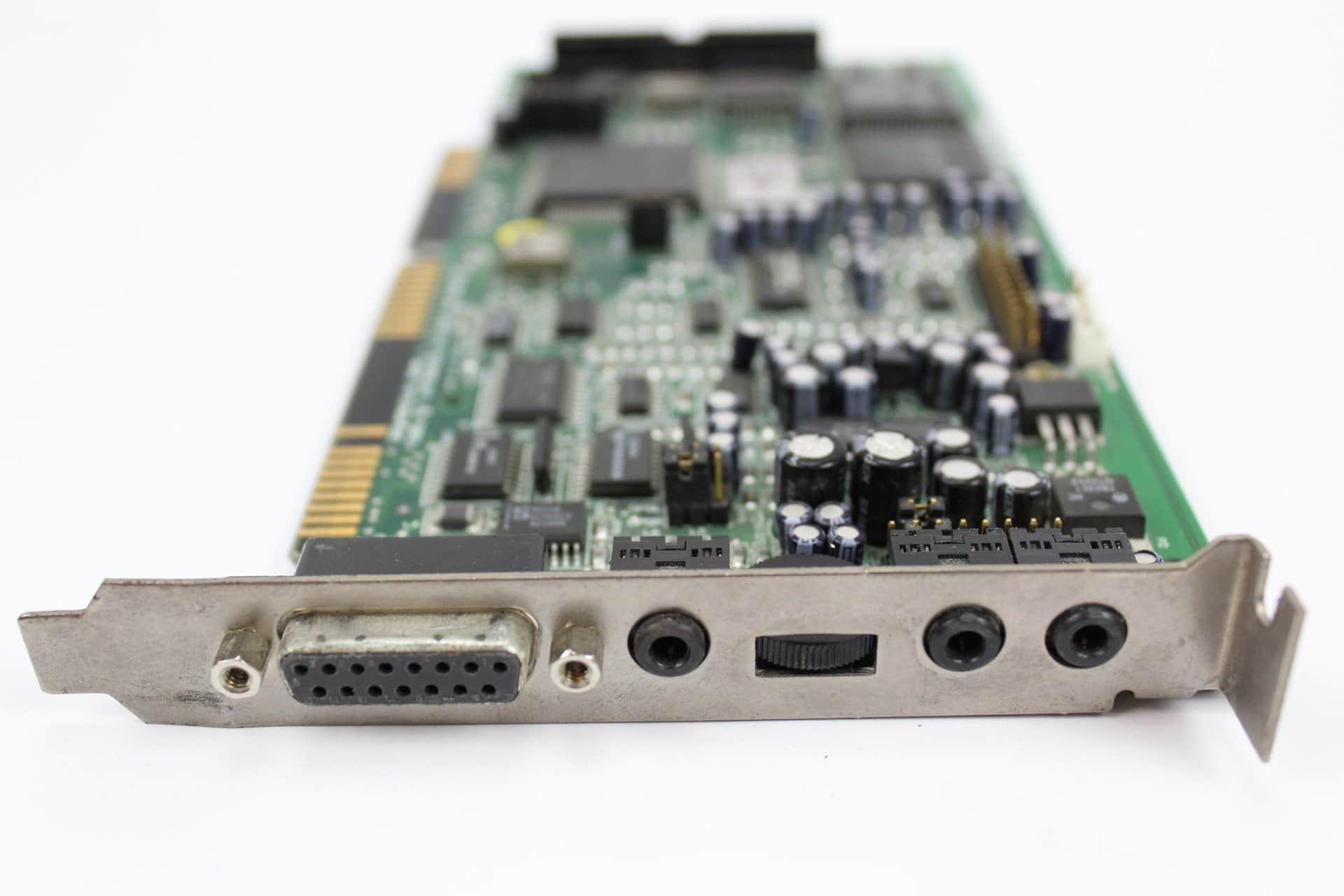 f3bbc6079 ... Sound Blaster zdířky a ovládání hlasitosti - PC VUJO 286 na 25MHz