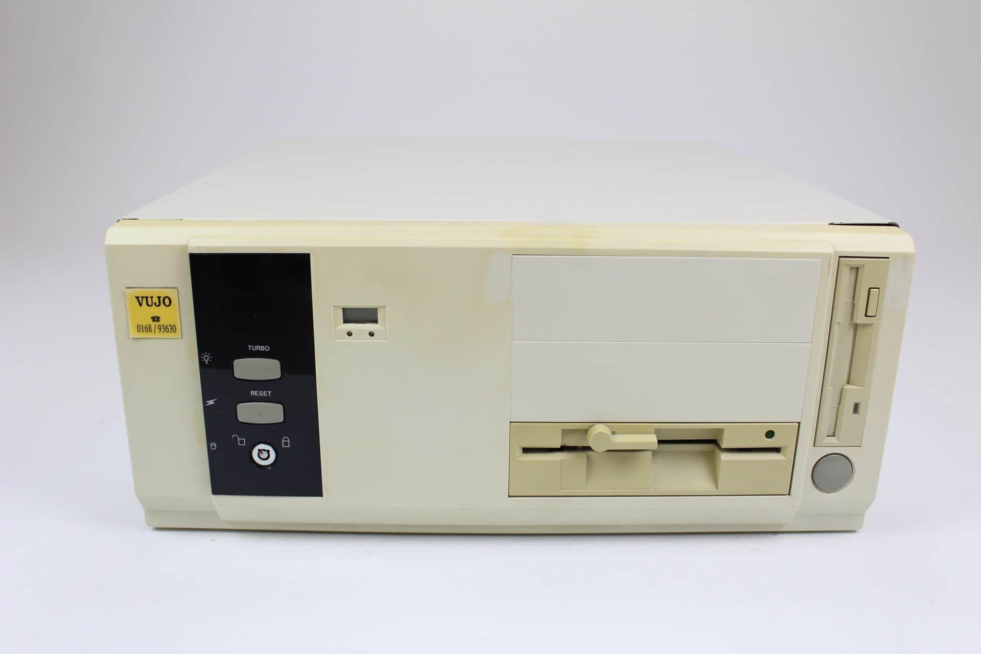 f70342f90 Zepředu - PC VUJO 286 na 25MHz ...