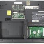 Zespodu a bez krytek a HDD je pod FDD - Gateway Solo 9300