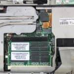 Detail na uložení RAM - Compaq Armada M700