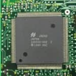 Nějaký čip z - Compaq Contura 3-25C