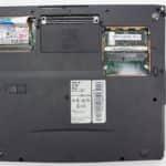 Zespodu a bez krytek - Acer TravelMate 721TX